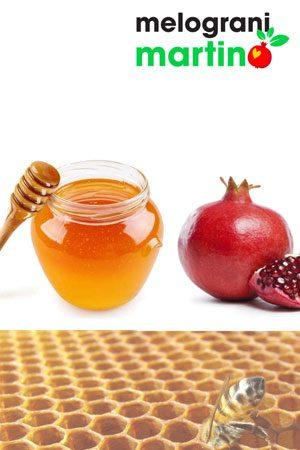 Miele millefiori al Melograno prodotto nel Salento. Ideale per essere gustato spalmandolo su una fetta di pane o utilizzandolo come confettura per cornetti, crostate e tanti altri dolci.